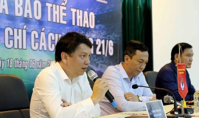 Tổng thư ký VFF Lê Hoài Anh (bên trái) cho biết đại hội VFF sẽ diễn ra ngày 8-12-2018