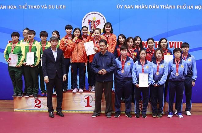BTC trao HCV đồng đội nữ, một trong ba nội dung chủ nhà Hà Nội giành HCV