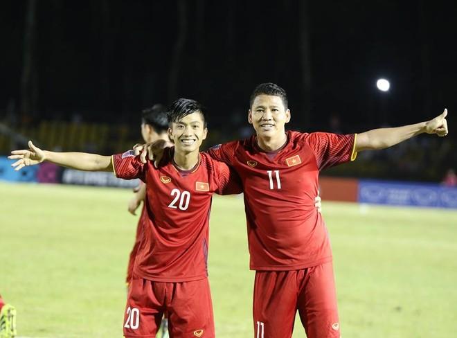 Văn Đức (trái) và Anh Đức lập công giúp Việt Nam thắng Philippines 2-1 (Ảnh: VFF)