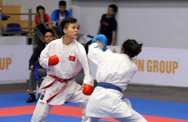 Trần Hoàng Yến Phượng chiến thắng ở chung kết hạng 50kg nữ (Ảnh: Bùi Lượng)