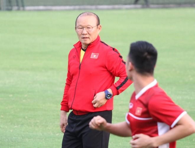 Tối nay, HLV Park Hang-seo sẽ mang đến trận thắng bán kết AFF Cup đầu tiên cho bóng đá Việt Nam tại Mỹ Đình?