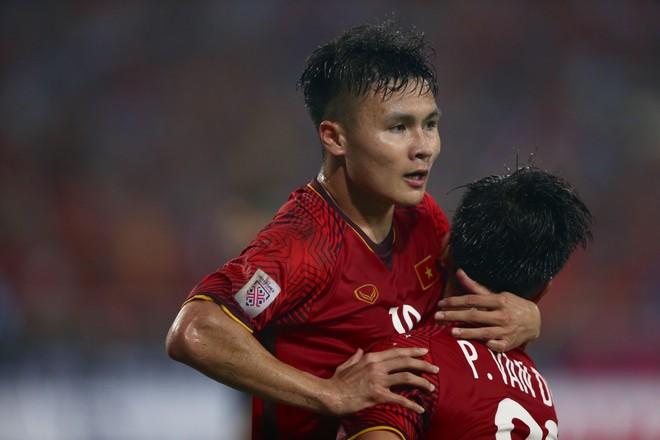 Tuy vậy, số 19 của tuyển Việt Nam vẫn biết cách tỏa sáng để ghi bàn mở tỷ số