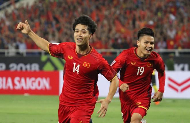 Quang Hải (19) và Công Phượng (14) thay nhau lập công đưa ĐT Việt Nam vào chung kết