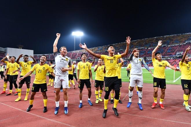 Malaysia ăn mừng vé chung kết ngay trên sân của Thái Lan