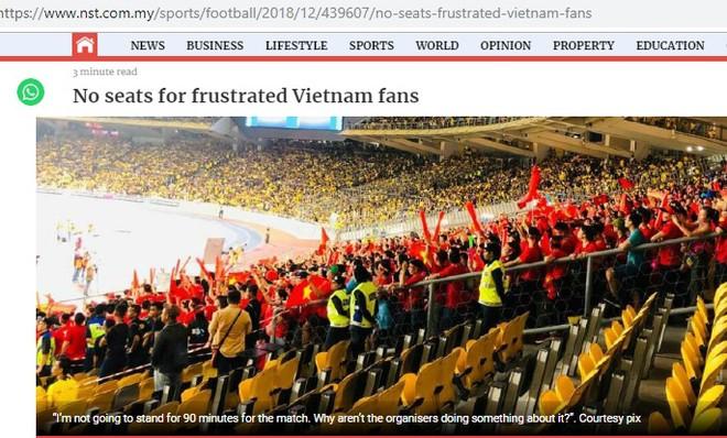 Tờ New Straits Times phản ánh tình trạng hơn 500 CĐV Việt Nam có vé phải ở ngoài sân