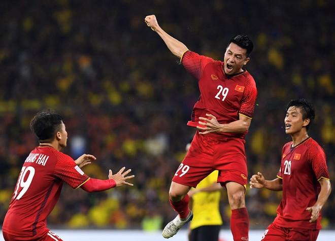 Huy Hùng (29) ăn mừng bàn thắng đáng nhớ trong sự nghiệp