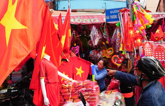 Các mặt hàng cổ vũ ĐT Việt Nam được đà tăng giá