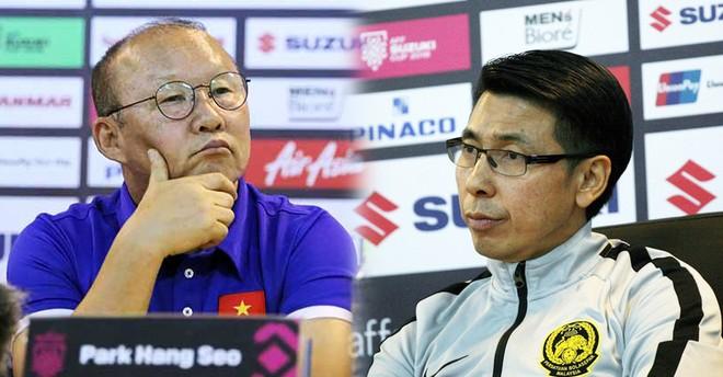 HLV Park Hang-seo (trái) đáp trả phát ngôn của đồng nghiệp Tan Cheng Hoe