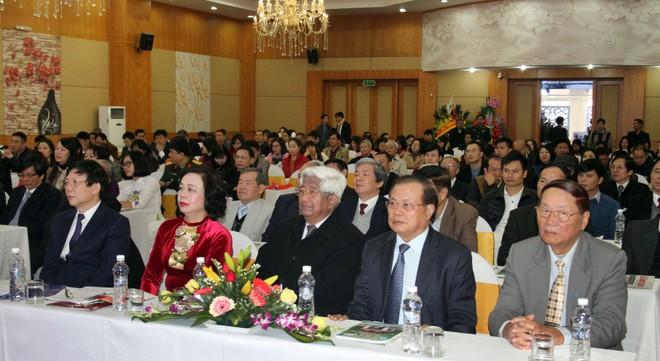 Các đại biểu là lãnh đạo, nguyên lãnh đạo của Trung ương và Hà Nội, các nhà báo lão thành cùng đông đảo đại diện cán bộ, hội viên 20 Hội Nhà báo khu vực phía Bắc cùng tham dự lễ kỷ niệm 30 năm thành lập Hội Nhà báo thành phố Hà Nội