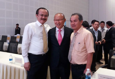 HLV Park Hang-seo cùng bầu Đức (bên phải) và bầu Thắng, bên lề sự kiện sáng 16-12