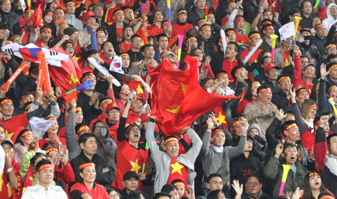 Người hâm mộ từng phải chờ tới 10 năm mới một lần được cổ vũ ĐT Việt Nam ở chung kết AFF Cup