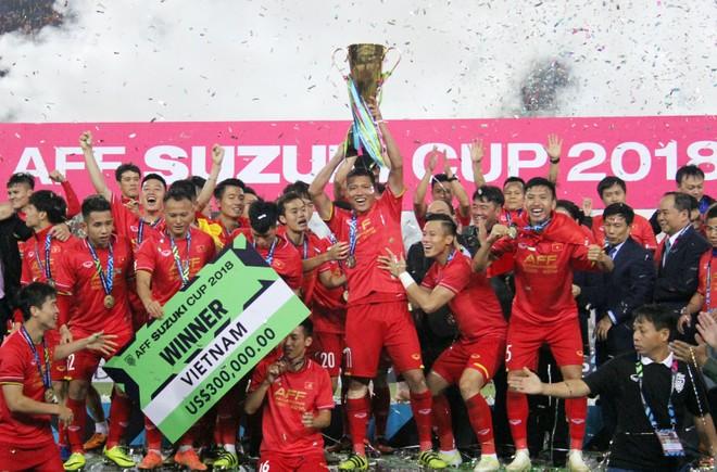 """Chứng kiến ĐT Việt Nam vô địch AFF Cup 2018 đầy thuyết phục, tất cả đều tin tưởng """"chu kỳ 10 năm"""" sẽ được thu hẹp"""