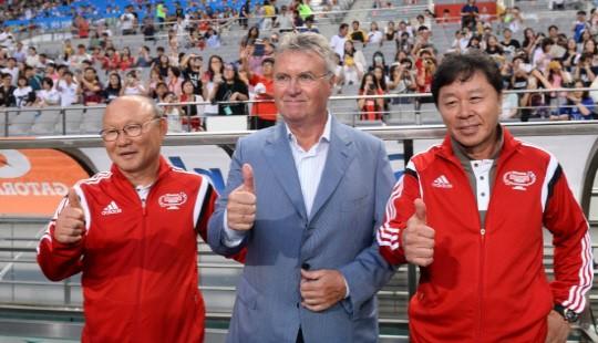 HLV Park Hang-seo và ông Chung Hae Seong (bên phải) khi cùng làm trợ lý cho HLV Guus Hiddink tại World Cup 2002