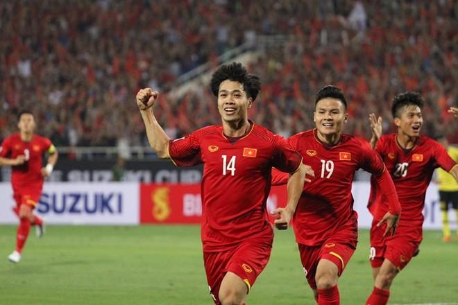 Quang Hải (19), Công Phượng (14), Văn Đức (20) là ba trong tốp 5 cầu thủ nhận phiếu bầu chọn cao nhất tại hạng mục Quả bóng vàng nam Việt Nam 2018