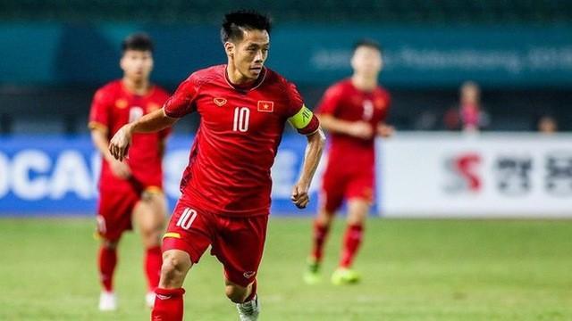 Văn Quyết mới chỉ chơi tròn vai chứ không xuất sắc hơn 5 đồng đội còn lại ở danh sách rút gọn Quả bóng vàng nam Việt Nam 2018