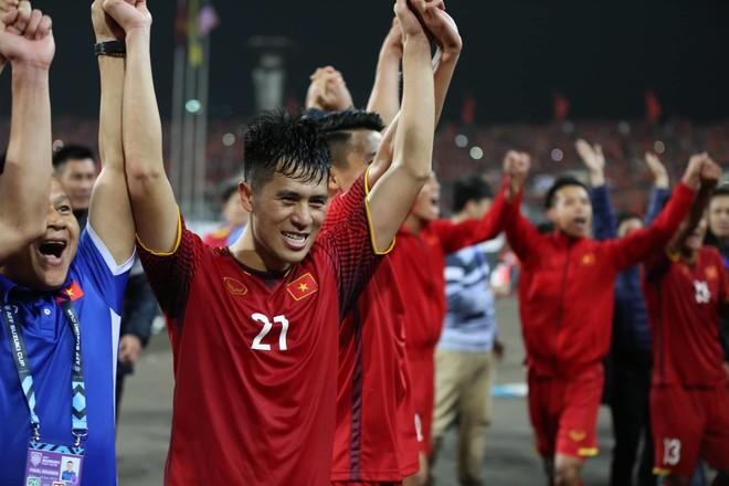 Đình Trọng có thể được gọi trở lại ĐTQG đá Asian Cup rồi mới phẫu thuật chữa chấn thương rạn xương mu bàn chân