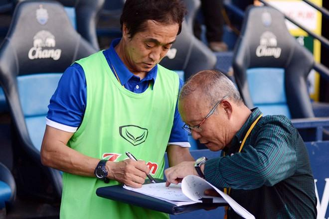 """Trợ lý Lee là """"cánh tay phải"""" đắc lực của HLV Park Hang-seo tại tuyển Việt Nam"""