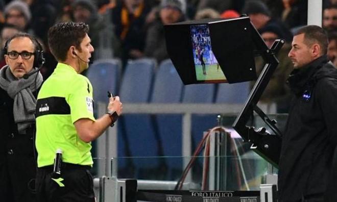 Công nghệ VAR sẽ lần đầu tiên được áp dụng tại V-League, từ mùa 2019