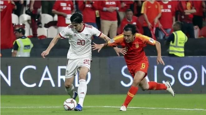 Feng Xiaoting (bên phải) mắc lỗi trong bàn thua của ĐT Trung Quốc trận gặp Iran