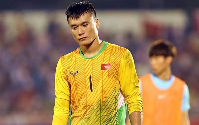 Chơi rất tốt ở giải U23 châu Á nhưng tại vòng loại này, phong độ của thủ môn Bùi Tiến Dũng đi xuống thấy rõ sau hơn một năm thường xuyên dự bị ở giải quốc nội