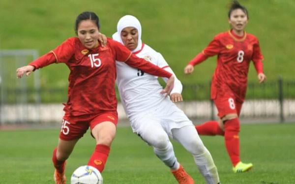 Tuyển nữ Việt Nam (áo đỏ) vượt qua vòng loại thứ 2 Olympic sau 3 trận toàn thắng
