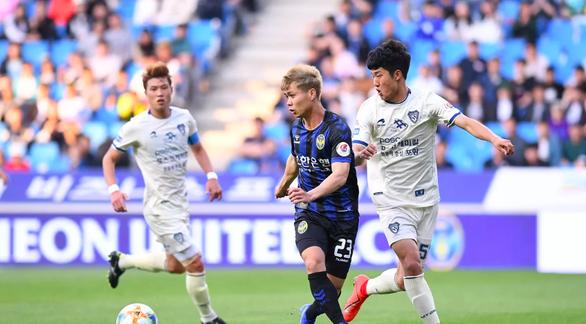 Công Phượng (giữa) đã có sự tiến bộ tại K-League và gần như chắc một suất ở đợt tập trung ĐTQG Việt Nam