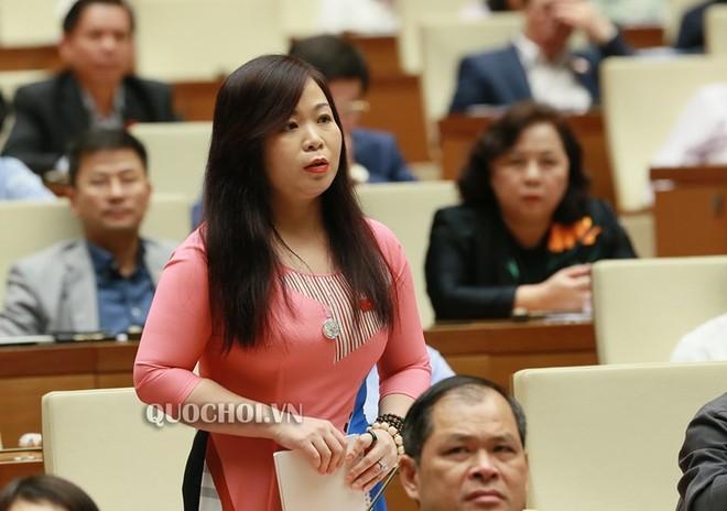 Đại biểu Vũ Thị Lưu Mai (đoàn TP Hà Nội) thảo luận