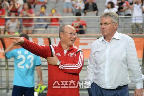 HLV Park Hang-seo sẽ đụng độ thầy cũ Guus Hiddink tại trận giao hữu giữa U22 Việt Nam và U22 Trung Quốc vào tháng 9 tới