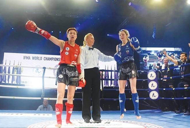 Bùi Yến Ly (giáp đỏ) lần thứ 4 vô địch Muay thế giới