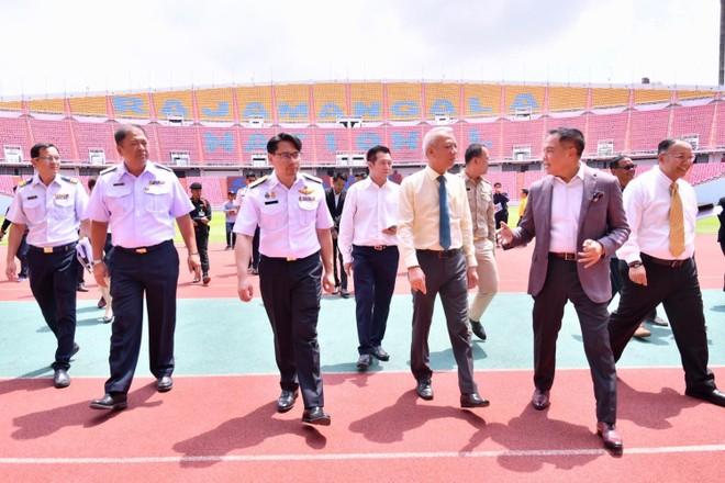 Quan chức thể thao Thái Lan thị sát sân Rajamangala hôm 16-9