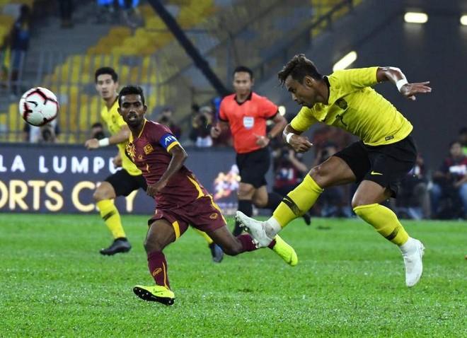 Malaysia (áo vàng) đang rất hưng phấn sau khi thắng giao hữu Sri Lanka 6-0