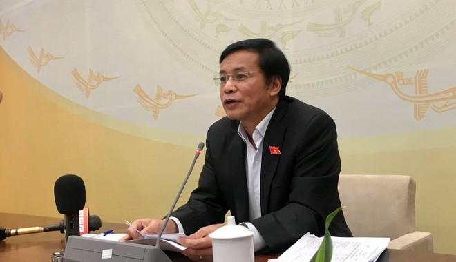 Tổng thư ký Quốc hội Nguyễn Hạnh Phúc thông tin với báo chí chiều 28-10