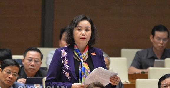 Đại biểu Cao Thị Xuân phát biểu thảo luận sáng 13-11