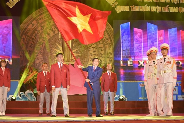 Bộ trưởng Nguyễn Ngọc Thiện phất cao lá cờ Tổ quốc, chúc đoàn thể thao Việt Nam tự tin, quyết thắng và thành công tại SEA Games 30