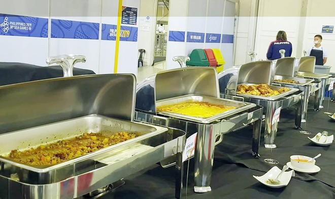 Số lượng thức ăn tại Làng VĐV dù chưa đáp ứng yêu cầu song đã là cải thiện so với những ngày trước (Ảnh: Thu Sâm)