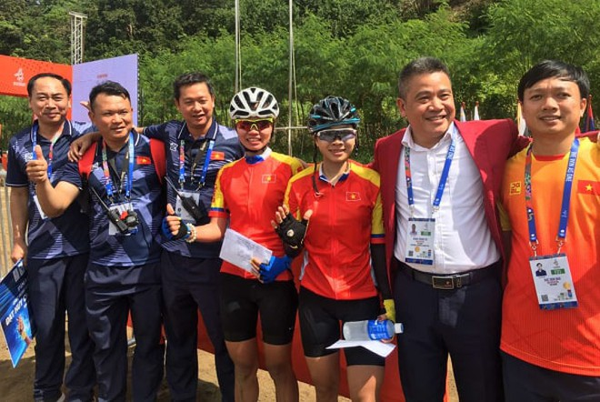 ...và chung vui với các thành viên tuyển xe đạp Việt Nam