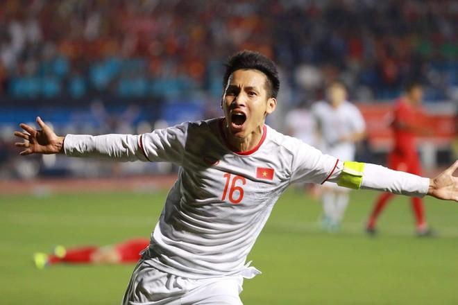 Hùng Dũng góp một bàn thắng trong trận chung kết lịch sử đưa U22 Việt Nam lên đỉnh SEA Games
