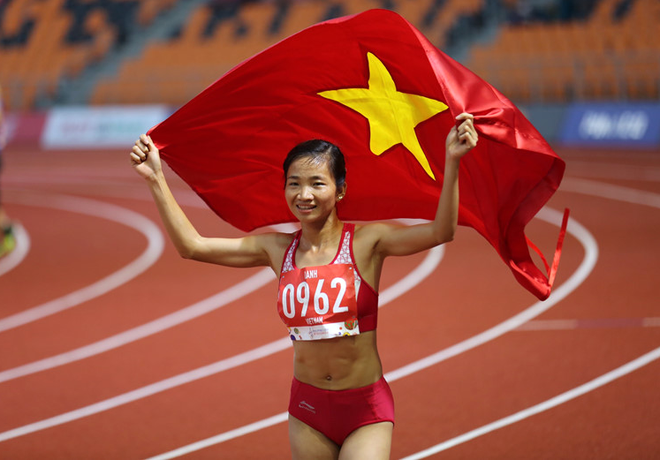 Nguyễn Thị Oanh xuất sắc lập cú đúp HCV ở 5.000m và 3.000m vượt chướng ngại vật đầy khắc nghiệt chỉ trong một ngày