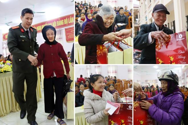 Những món quà nặng nghĩa tình mang niềm vui tới cho người dân nghèo Hạ Hòa
