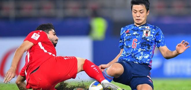 Ứng viên vô địch U23 Nhật Bản (áo xanh) bị loại sốc chỉ sau 2 trận