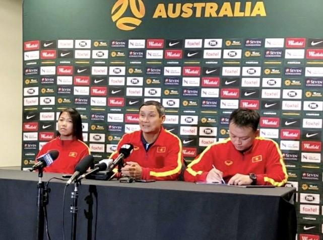 """HLV Mai Đức Chung: """"Tránh thẻ phạt, hạn chế bàn thua trước Australia"""""""