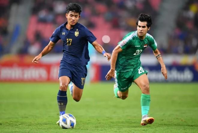 U23 Thái Lan (trái) nhiều khả năng sẽ thay đội tuyển quốc gia dự AFF Cup 2020