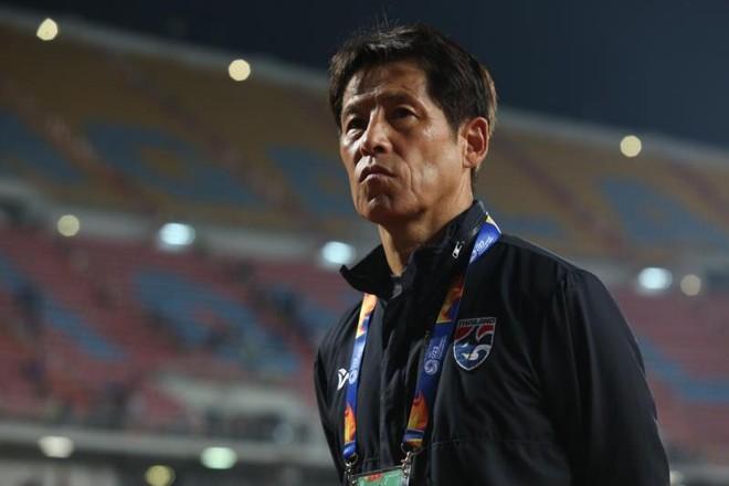 HLV Nishino chịu giảm nửa lương giữa mùa dịch Covid-19