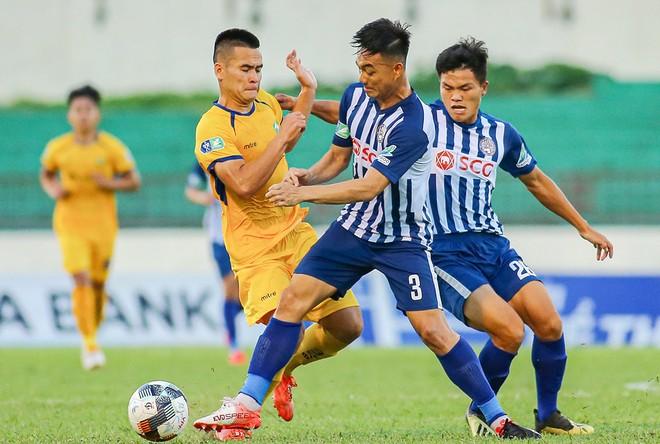 Loại 2 đội bóng top 6 V-League 2020, CLB Bà Rịa Vũng Tàu (phải) là hiện tượng thú vị tại Cúp quốc gia năm nay