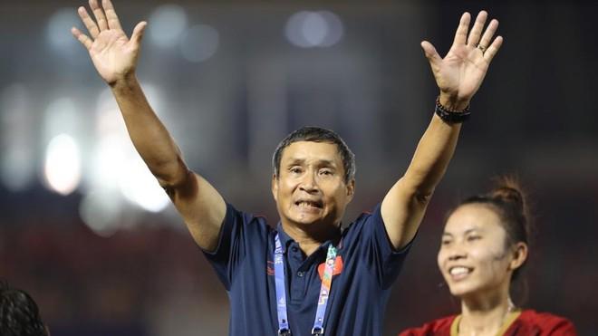 Ở tuổi 72, HLV Mai Đức Chung vẫn bền bỉ đóng góp cho bóng đá Việt Nam
