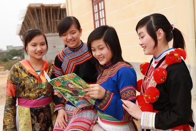 Đại biểu Nguyễn Ngọc Phương cho biết khoảng 40% ngôn ngữ trên thế giới có nguy cơ biến mất dưới tác động của toàn cầu hoá