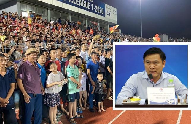 """Chủ tịch VPF Trần Anh Tú (ảnh nhỏ) yêu cầu ban tổ chức sân Hà Tĩnh phải rút kinh nghiệm sau sự cố """"vỡ sân"""" hôm 12-6"""