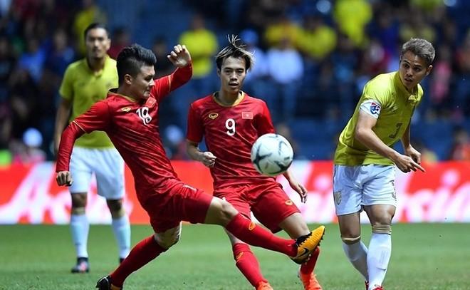Ở tình huống xấu nhất, tuyển Việt Nam (áo đỏ) sẽ phải đá AFF Cup trên sân khách