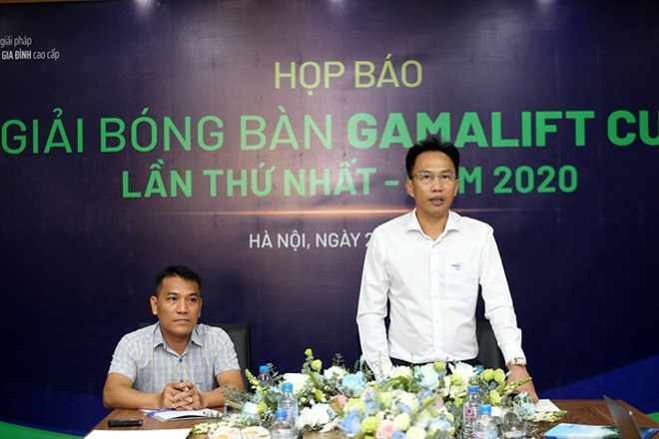 Đại diện Gamalift và Liên đoàn bóng đá Hà Nội tại họp báo ra mắt giải, ngày 22-7