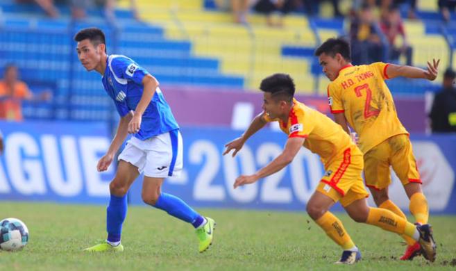 Nếu bỏ giải, CLB Thanh Hoá (áo vàng) có thể bị giáng xuống giải hạng ba mùa sau